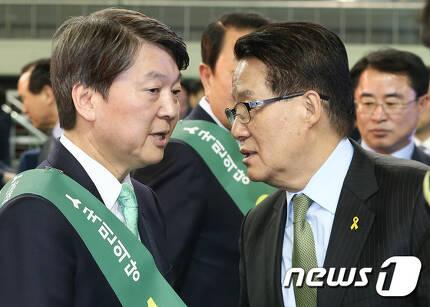 안철수 전 국민의당 상임공동대표(왼쪽)와 박지원 전 국민의당 대표. © News1 허경 기자
