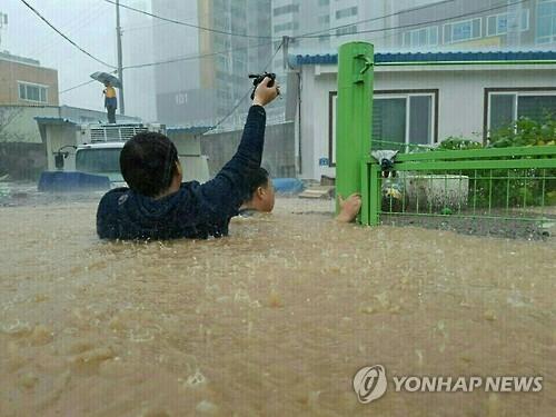 5일 태풍 '차바'의 영향으로 물에 잠긴 울산 시내 (사진=연합뉴스)