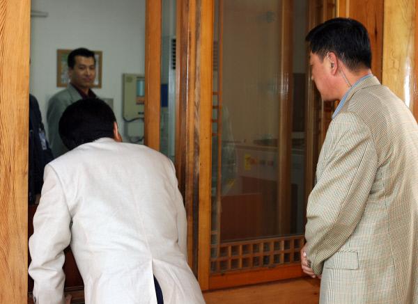 2006년5월20일  관저내 경호실 방문 ⓒ 장철영