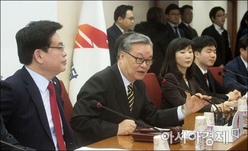 인명진 자유한국당 비대위원장(가운데)