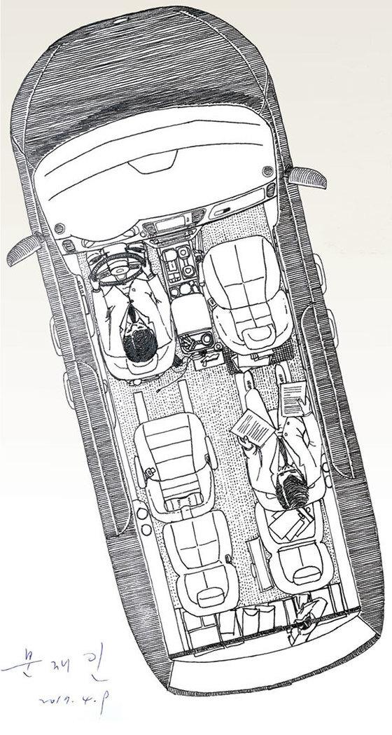 올 뉴 카니발 9인승 2015년형 디젤. 배기량 2200㏄. 11만4800㎞ 주행. 문재인 후보는 왼 가르마