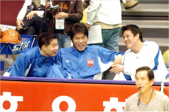2006년 한중 프로농구 올스타전 당시 현주엽 감독(왼쪽부터), 서장훈, 문경은 현 서울 SK 감독의 모습.(자료사진=KBL)