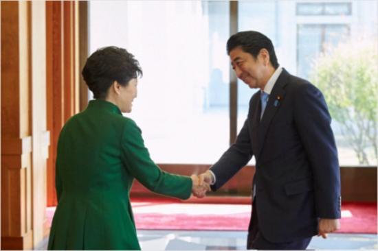 박근혜 대통령과 아베 일본 총리 (사진=청와대 제공)