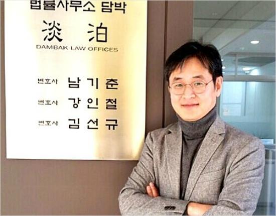 민정수석실 산하 반부패비서관에 전격 발탁된 박형철 전 부장검사의 변호사 시설 모습 (사진=페이스북)