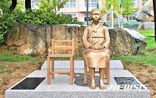 【보은=뉴시스】충북 제천에 지난해 건립된 평화의 소녀상.