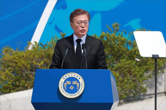 문재인 대통령이 18일 오전 광주 북구 국립 5·18 민주묘지에서 열린 37주년 5·18 민주화운동 기념식에서 기념사를 하고 있다. 프리랜서 장정필
