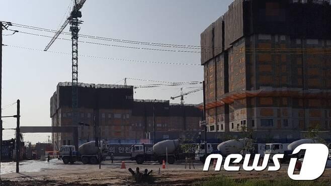 인천 송도 6·8공구의 한 아파트 건설현장/뉴스1 © News1 최태용 기자
