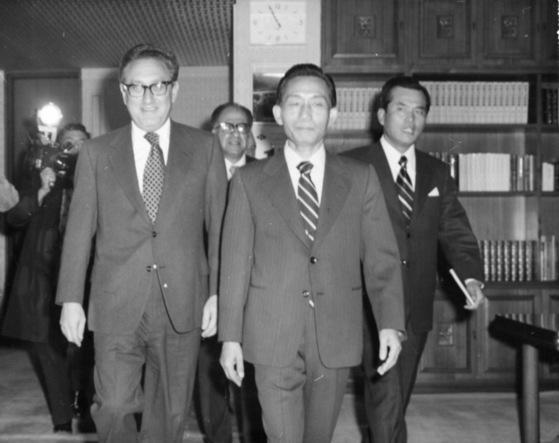 1973년 키신저 미 국무장관의 예방을 받는 박정희 대통령. [중앙포토]