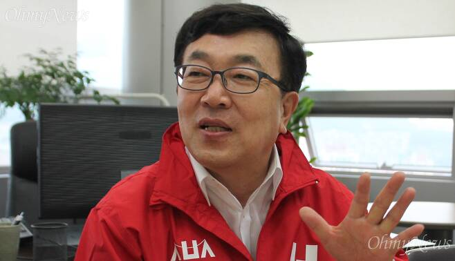서병수 자유한국당 부산시장 후보가 28일 오후 서면 선거사무소에서 열린 기자간담회에서 발언하고 있다.   ⓒ정민규