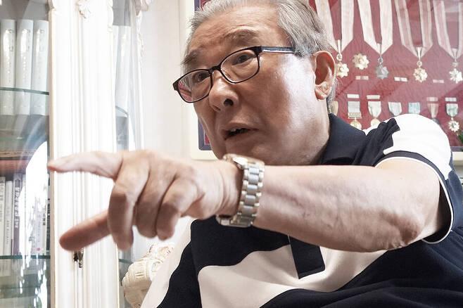 """박경석 장군은 19일 자택에서 <한겨레>와 만나 """"백선엽은 조작된 가짜 영웅이어서 용서할 수 없다""""고 밝혔다."""