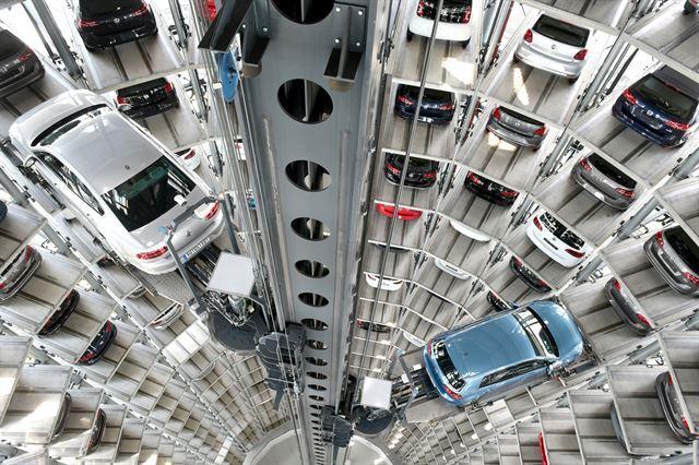 처음 봤을 때 무척 감동 받았던 쿤덴센터의 자동차 타워.