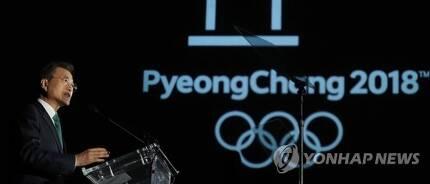 (뉴욕=연합뉴스) 김주형 기자 = 문재인 대통령이 20일 오후(현지시간) 미국 뉴욕 메트로폴리탄 박물관 새클러윙 에서 열린 '평화올림픽을 위한 메트로폴리탄 평창의 밤' 행사에서 연설하고 있다. 2017.9.21      kjhpress@yna.co.kr
