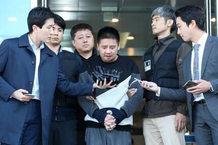 이영학씨가 13일 오전 중랑경찰서에서 기자들의 질문에 답하고 있다. 조문규 기자