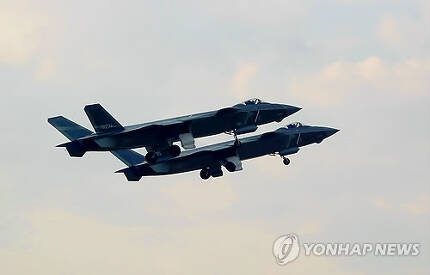중국 공군의 스텔스 전투기 젠-20[신화=연합뉴스]