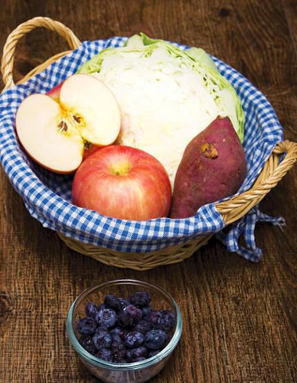 대장암을 예방하고, 대장 건강을 지키기 위해선 5색 채소와 과일을 챙겨 먹어야 한다. /사진-헬스조선DB