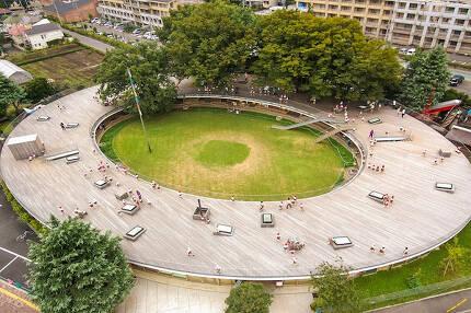 일본 도쿄 후지유치원. 건축가 테즈카 타카하루는 '하나의 마을을 만든다'라는 생각으로 도넛 모양의 유치원을 설계했다. /조선DB