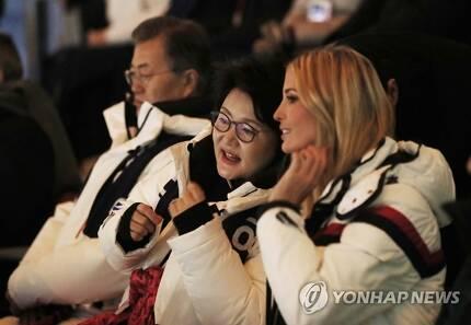 김정숙 여사, 이방카 보좌관과 '다정하게'/ 사진=연합뉴스