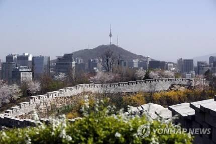 한양도성 인왕산 구간에서 바라본 모습. [연합뉴스 자료사진]