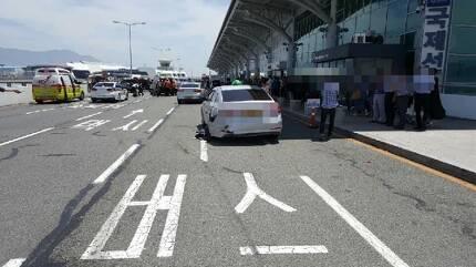 사고 피해를 당한 택시 [부산경찰청 제공=연합뉴스]