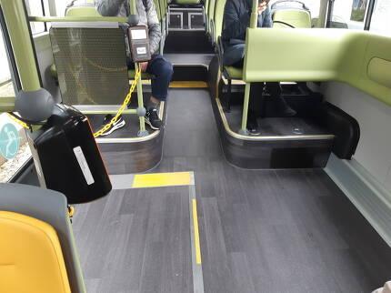 전기버스 내부에 휠체어, 유모차를 위한 공간