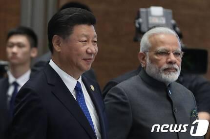시진핑 중국 국가주석과 나렌드라 모디 인도 총리가 지난해 중국 샤먼에서 열린 브릭스 정상회의에 참석하고 있다. © AFP=뉴스1 © News1