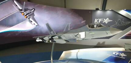 아덱스에 전시된 한국형전투기(KFX) 모형.[사진=김수한 기자/soohan@]