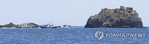 돌고래호 실종자 수색작업     (추자도=연합뉴스) 박지호 기자 = 5일 제주 추자도 인근 해상에서 전복된 낚시어선 돌고래호(9.77t·해남 선적)의 실종자를 찾기 위한 수색작업이 6일 오후 대규모로 진행되고 있다. 2015.9.6     jihopark@yna.co.kr
