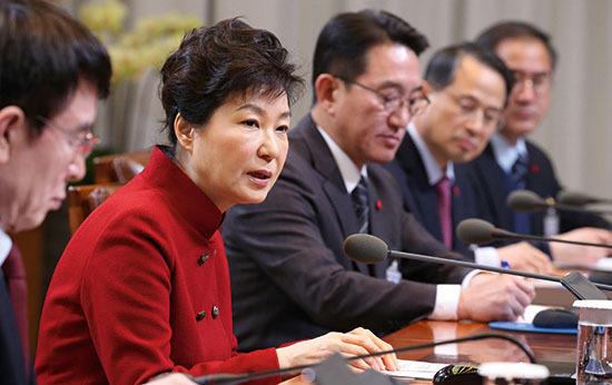 ⓒ연합뉴스 : 1월25일 청와대 수석비서관회의에서 박근혜 대통령은 누리과정 파동에 대해 '강공'을 예고했다.
