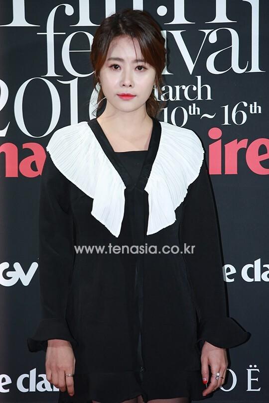 배우 홍이주가 포토타임을 갖고 있다. (마리끌레르 영화제)