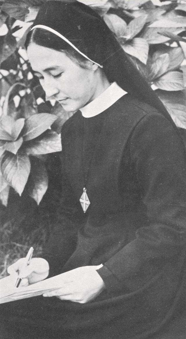 1976년 '민들레의 영토'를 출간할 당시 이해인 수녀. 가톨릭출판사 제공