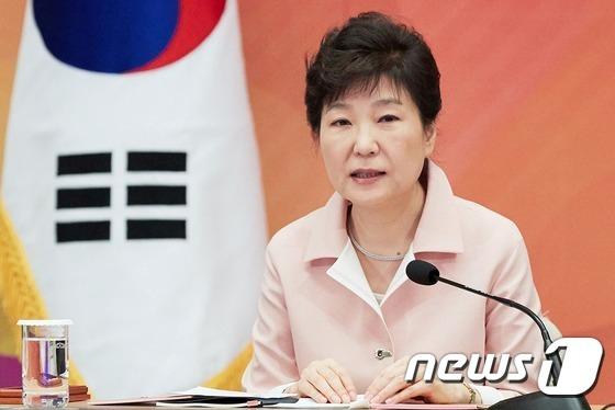박근혜 대통령이 24일 청와대 영빈관에서 열린 2016년 장·차관 워크숍에서 모두발언을 하고 있다. (청와대)2016.09.24/뉴스1 © News1 이광호 기자