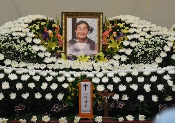 지난달 26일 서울 종로구 서울대학교병원 장례식장에 마련된 고(故) 백남기씨 빈소 전경. /사진=공동취재단