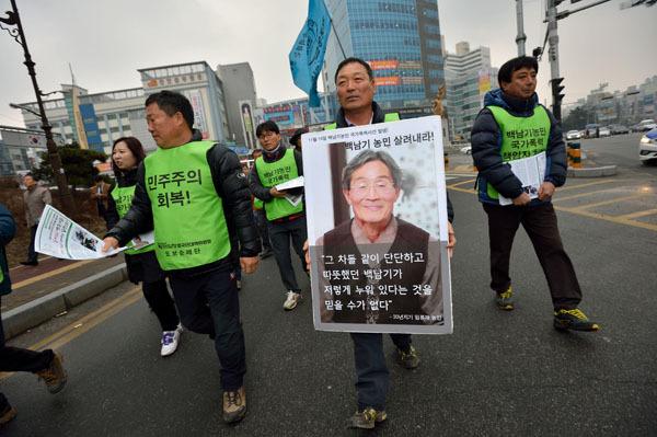 ⓒ시사IN 조남진 지난 2월23일 박근혜 대통령의 사과를 촉구하는 도보순례단이 천안시내를 행진하고 있다.