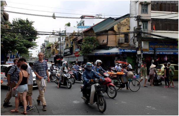 외교부가 시종일관 경고 메시지를 보내는 지카 바이러스보다 더 무서운 게 베트남 도로 위 치사율.