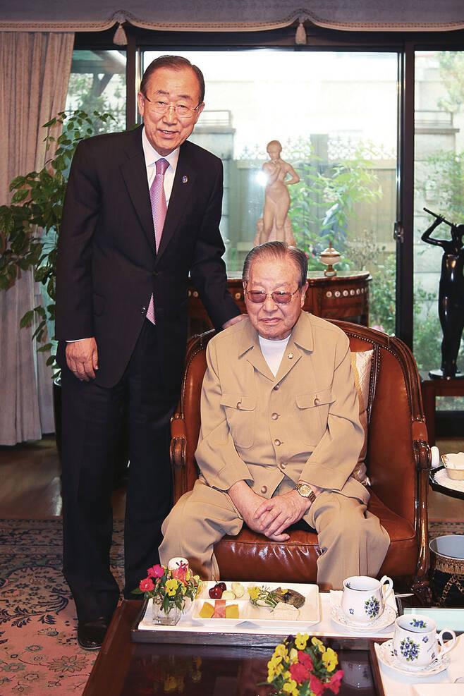 5월28일 반기문 유엔 사무총장이 서울 청구동 JP 자택을 예방했다. JP는 차기 대선에서 반 총장의 역할을 기대하며 지지를 공언했다. © 운정재단 제공