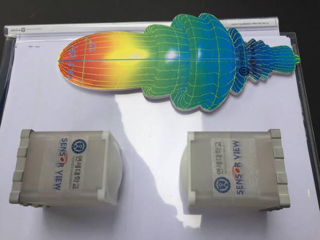 국내 연구진과 중소기업이 5G 후보 주파수인 28GHz 대역 전파 출력을 10배 높이는 `전파렌즈`를 개발했다. 전파 도달거리가 짧은 고주파의 한계를 극복, 5세대(5G) 이동통신 필수 기술로 자리 잡을 전망이다.