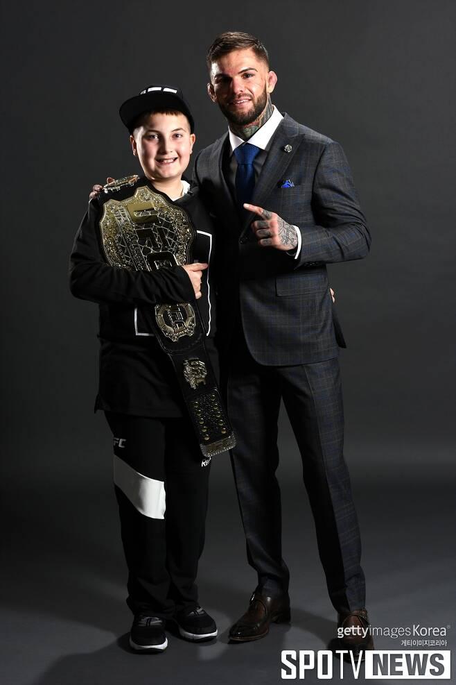 ▲ UFC 밴텀급 챔피언 코디 가브란트(오른쪽)는 자신의 인생에 찾아와 준 매덕스 매이플에게 항상 고맙다.