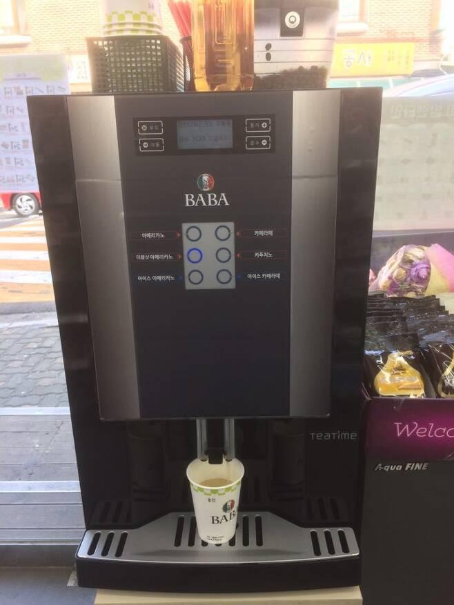 씨유(CU)의 커피 머신.