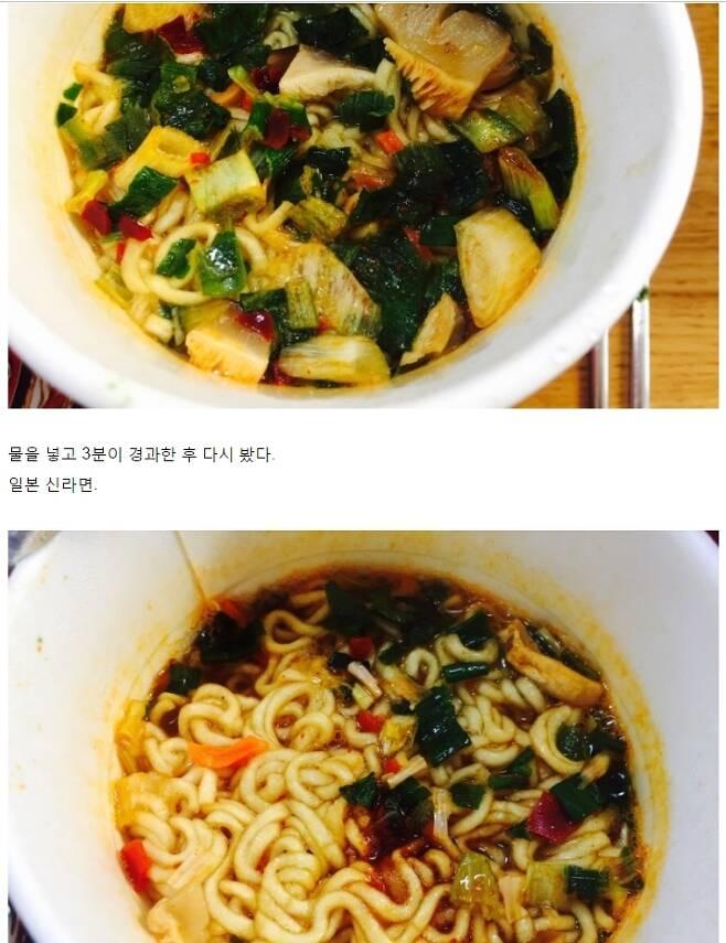 한 네티즌의 한국과 일본에서 판매 중인 신라면 컵면의 내용물 비교. [네이버 블로그 '대추 속 천둥' 캡처]