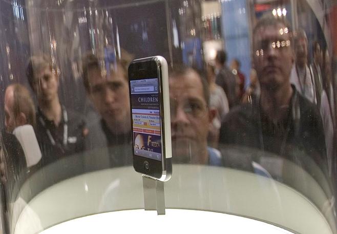 애플 탄생 10주년을 맞은 아이폰8의 9월 출시설이 점점 유력해지는 중이다. © 사진=EPA연합