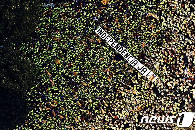 '카탈루냐 독립'을 요구하는 시위대. © AFP=뉴스1