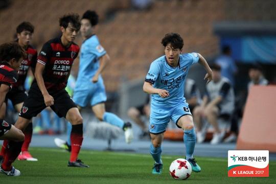 김선민(오른쪽). 사진제공=한국프로축구연맹