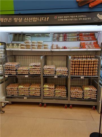 지난 2일 롯데마트 서울역점 계란 매대. 찾는 소비자가 많지 않아 계란이 수북히 쌓여있다.