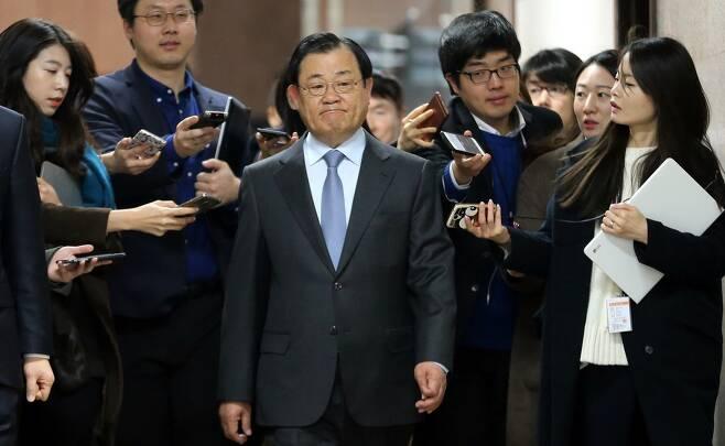2015~2016년 청와대에서 박근혜 전 대통령을 보좌했던 이병기 대통령 비서실장. 김경호 선임기자 jijae@hani.co.kr