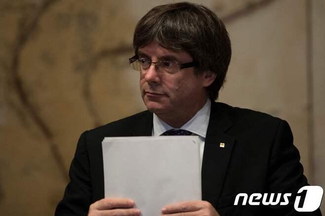 카를로스 푸지데몬 스페인 카탈루냐 자치정부 수반.© afp=뉴스1 끝내 독립선언 안한 카탈루냐..스페인, 헌법155조 발동