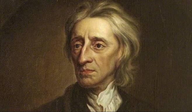 17세기 영국 철학자 존 로크. 로크는 <통치에 관한 두 논고>에서 영국 전래의 헌정질서에 따르면 어떻게 하는 것이 옳다는 식의 논변을 전혀 펼치지 않았다. 로크가 그런 관행에 대해 철저히 '침묵'함을 통해 그 관행을 무시하고 있었음을 알 수 있다. 위키피디아
