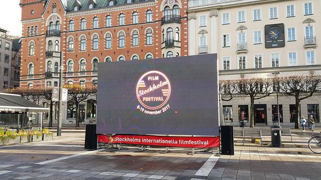 스톡홀름 시내 중심 노르말름 광장에 놓인 스톡홀름 영화제를 홍보 영상. © 사진=이석원 제공