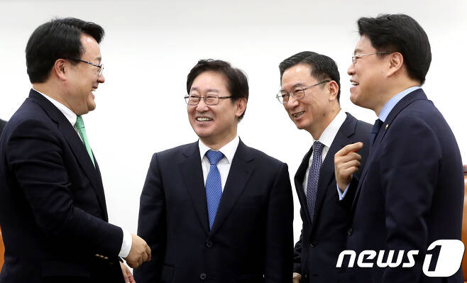 사법개혁특위 정성호 위원장과 여야 3당 간사.  2018.1.12/뉴스1 © News1 박정호 기자