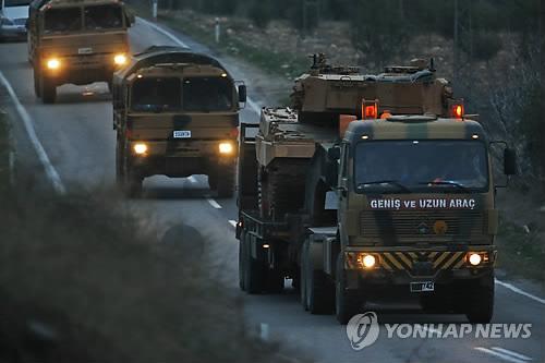 시리아 영토로 진격하는 터키 지상군[AP=연합뉴스 자료사진]