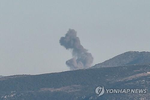 터키군의 공습 후 연기가 솟아오르는 시리아 아프린 [AFP=연합뉴스]